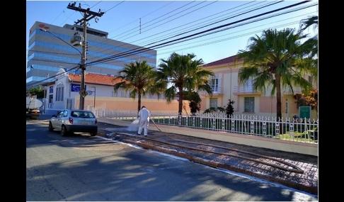 Prefeitura dá início a serviço de desinfecção de espaços públicos