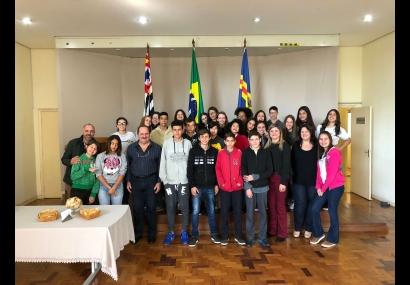 Alunos da EMEF João Toledo entrevistam o prefeito Aldo